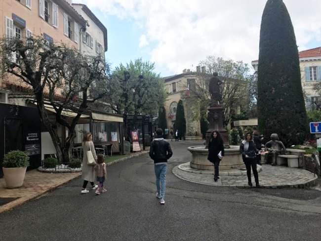 mougins_piazza