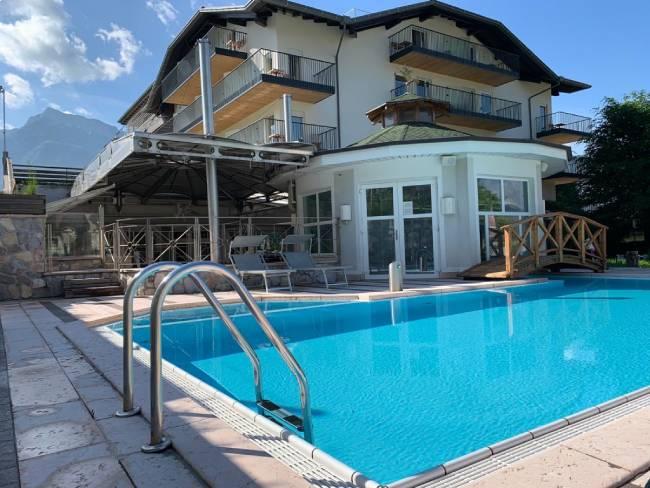 piscina hotel cristallo levico