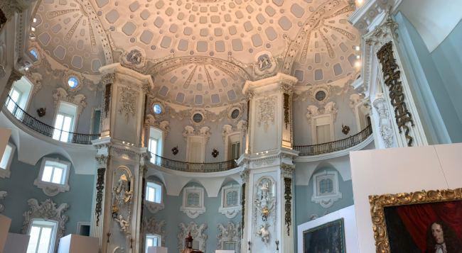 interno palazzo borromeo
