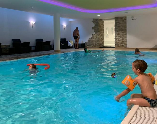 piscina hotel Alpenrose