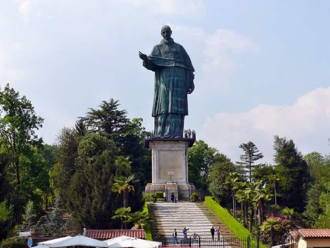 statua di san carlo arona